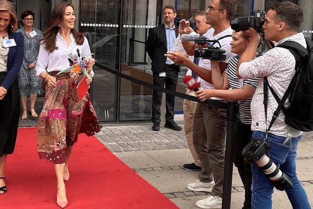 ولية العهد الأميرة ماري أثناء دخولها مقر بيت الصناعة- الصورة من موقع New my royals