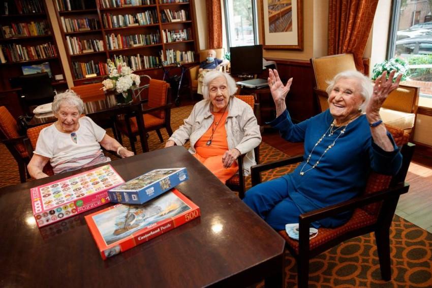 الصديقات المُسنّات