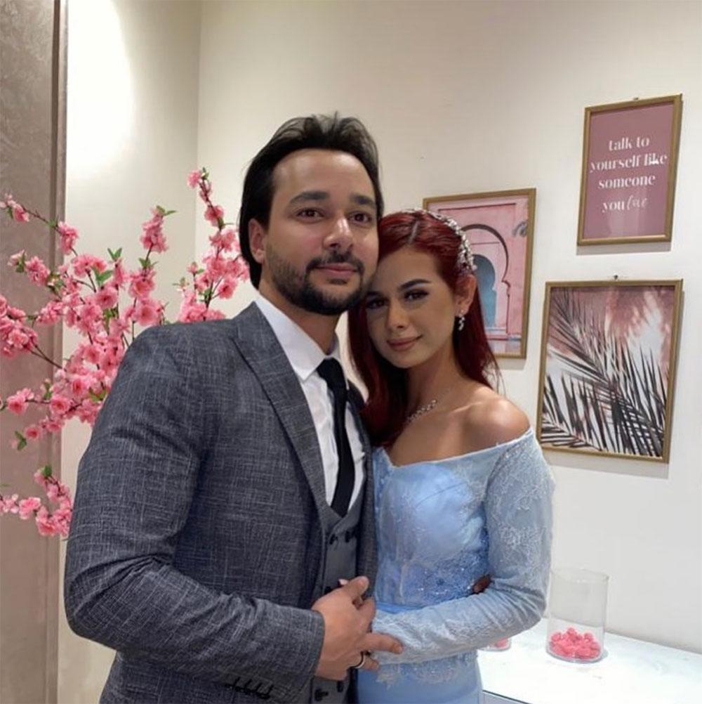منة وخطيبها.. الصورة من حسابها على إنستغرام