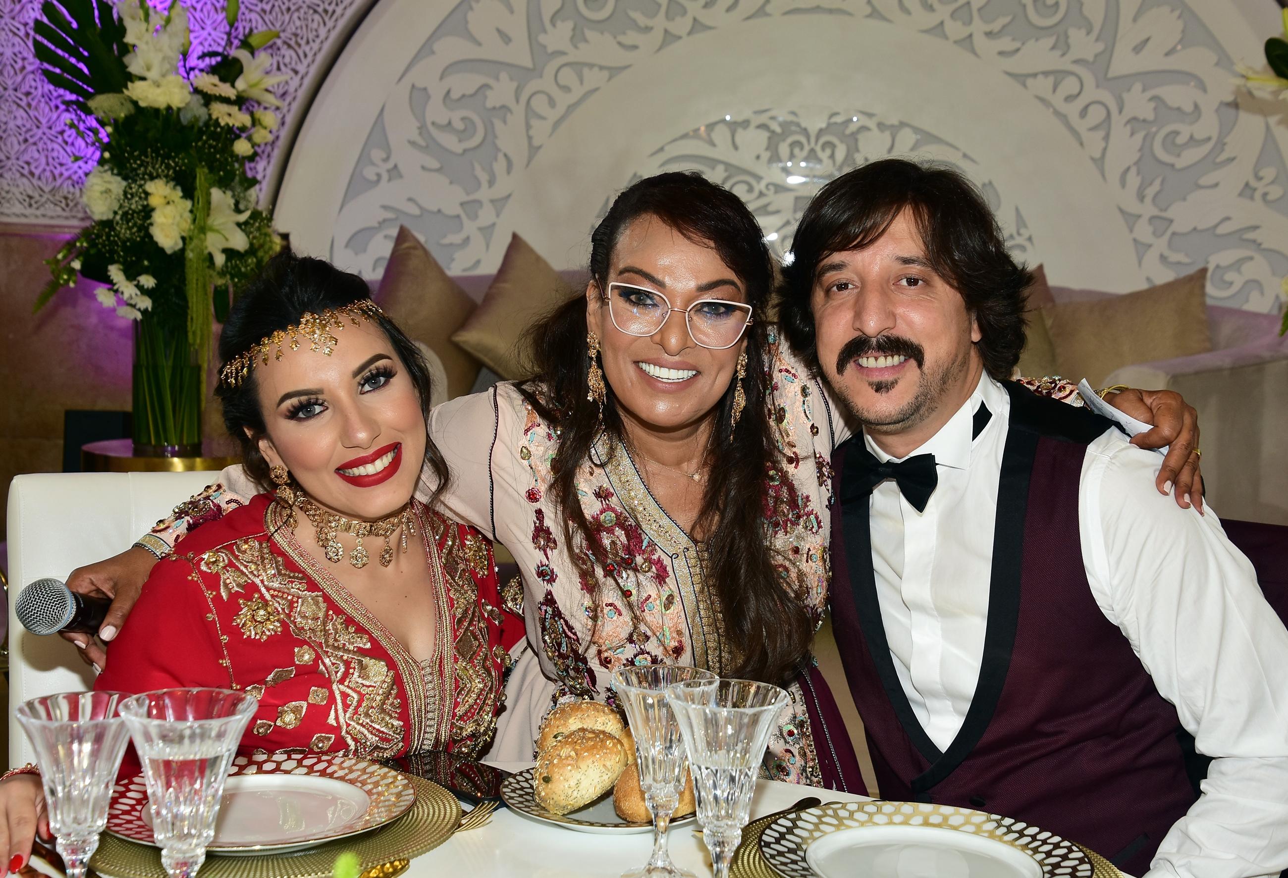 العروسان سحر الصديقي ومنصف مالزي مع الممثلة بشرى اهريش