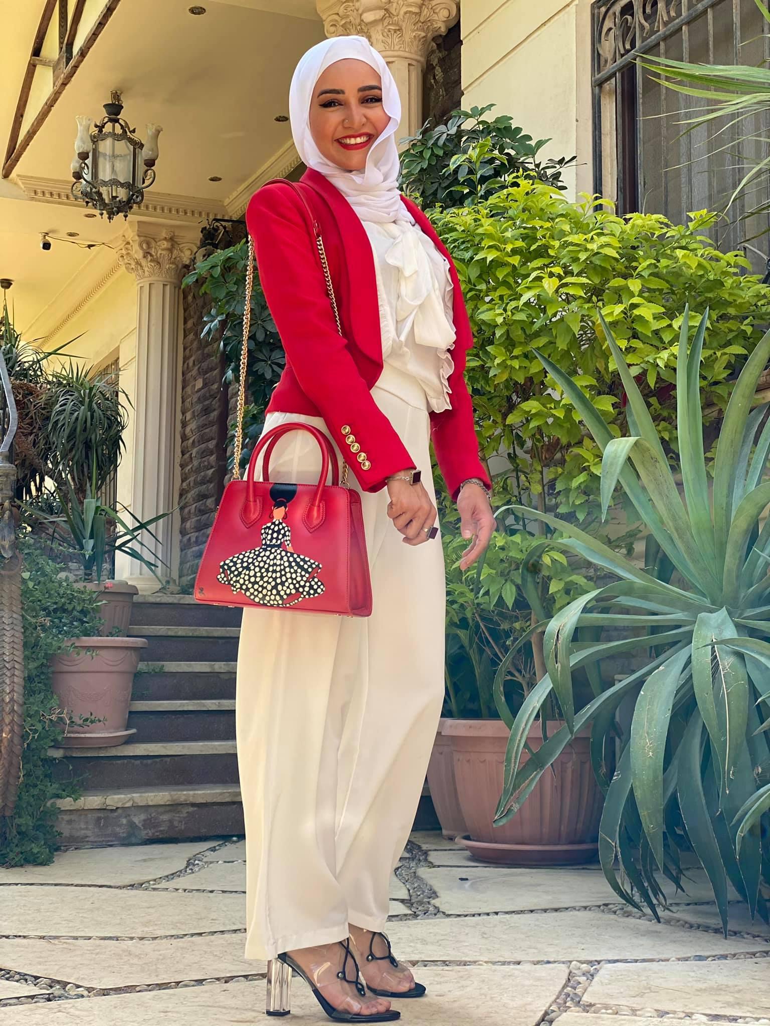 هلا رشدي.. الصورة من حسابها على فسيبوك 5