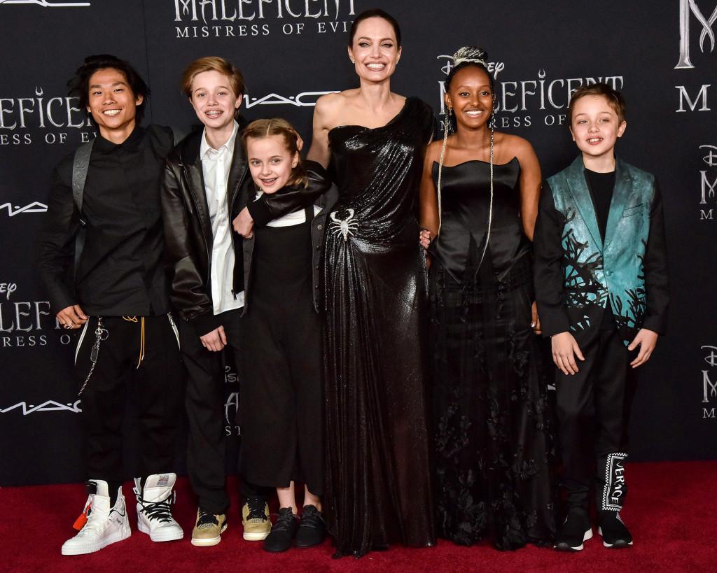 أنجلينا جولي مع أولادها- الصورة من موقع Page 6