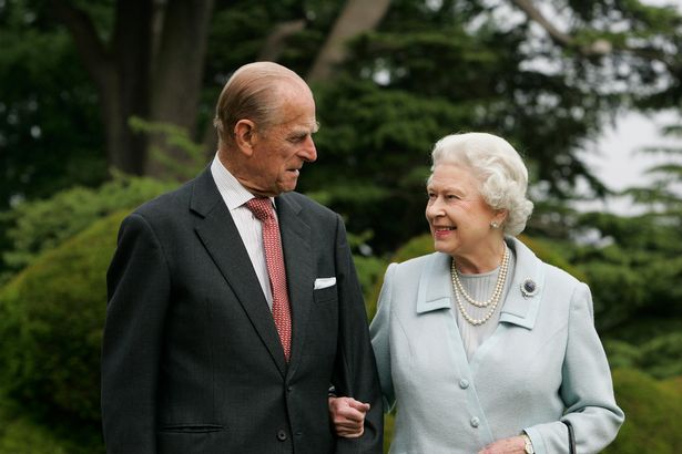 الملكة إليزابيث والأمير فيليب- الصورة من موقع ميرور