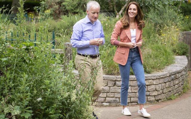 كيت تتجول في الطبيعة- الصورة من موقع New my royals