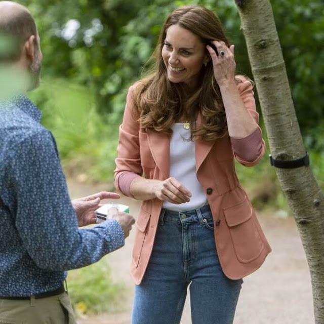 كيت جهاز تصلح مراقبة صوتي لشجرة كرز في حديقة الحياة البرية- الصورة من موقع New my royals