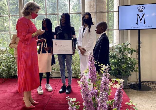 الملكة ماتيلد تكرم الفائزين من أطفال وشباب جمعية ديباتفيل- الصورة من موقع New my royals.jpg