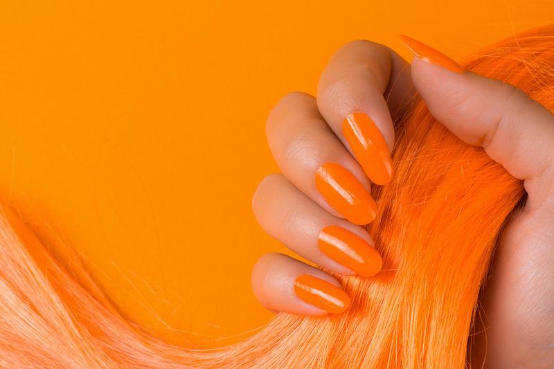 المناكير البرتقالي مثالي للبشرة السمراء