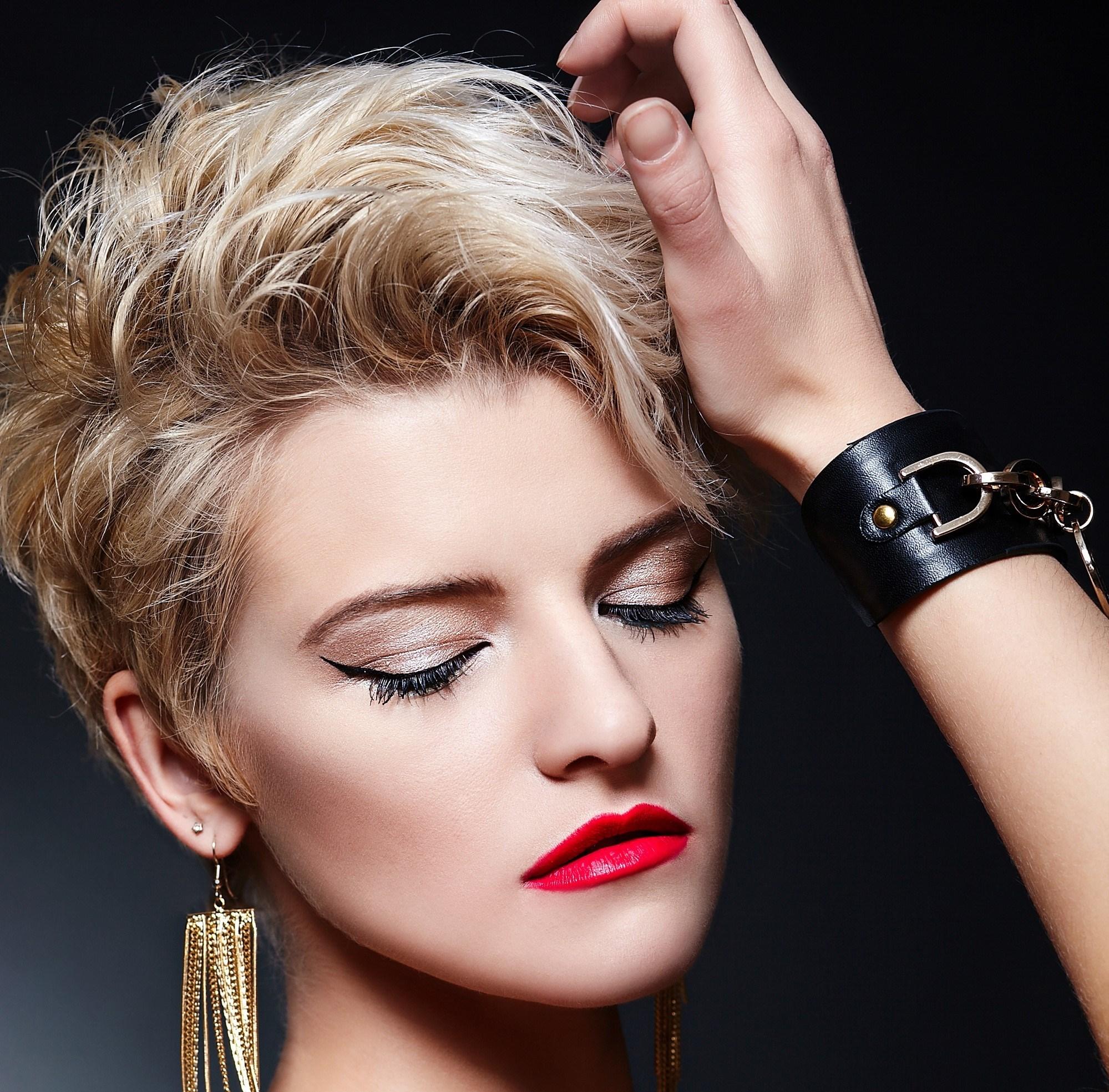 تُعد هذه التسريحة من تسريحات الشعر القصير الأكثر رواجاً لصيف 2021