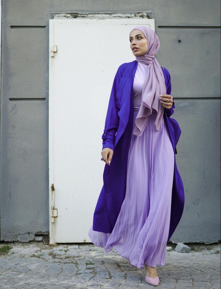 سمر شاكر تنسق الكيمونو مع التنورة -الصورة من حسابها على الانستغرام