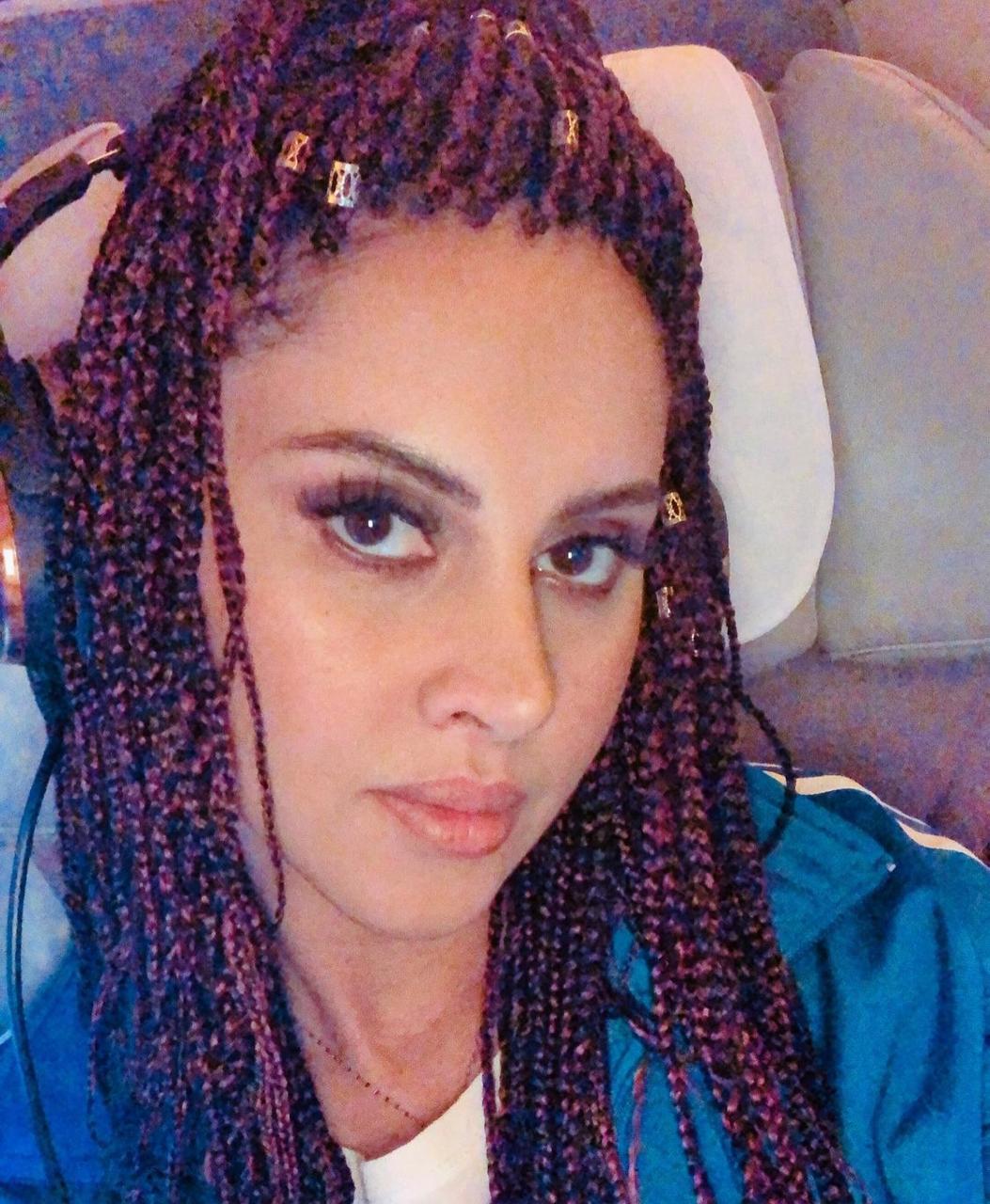 ياسمين رئيس بتسريحة الضفائر الأفريقية -الصورة من حسابها على الانستغرام