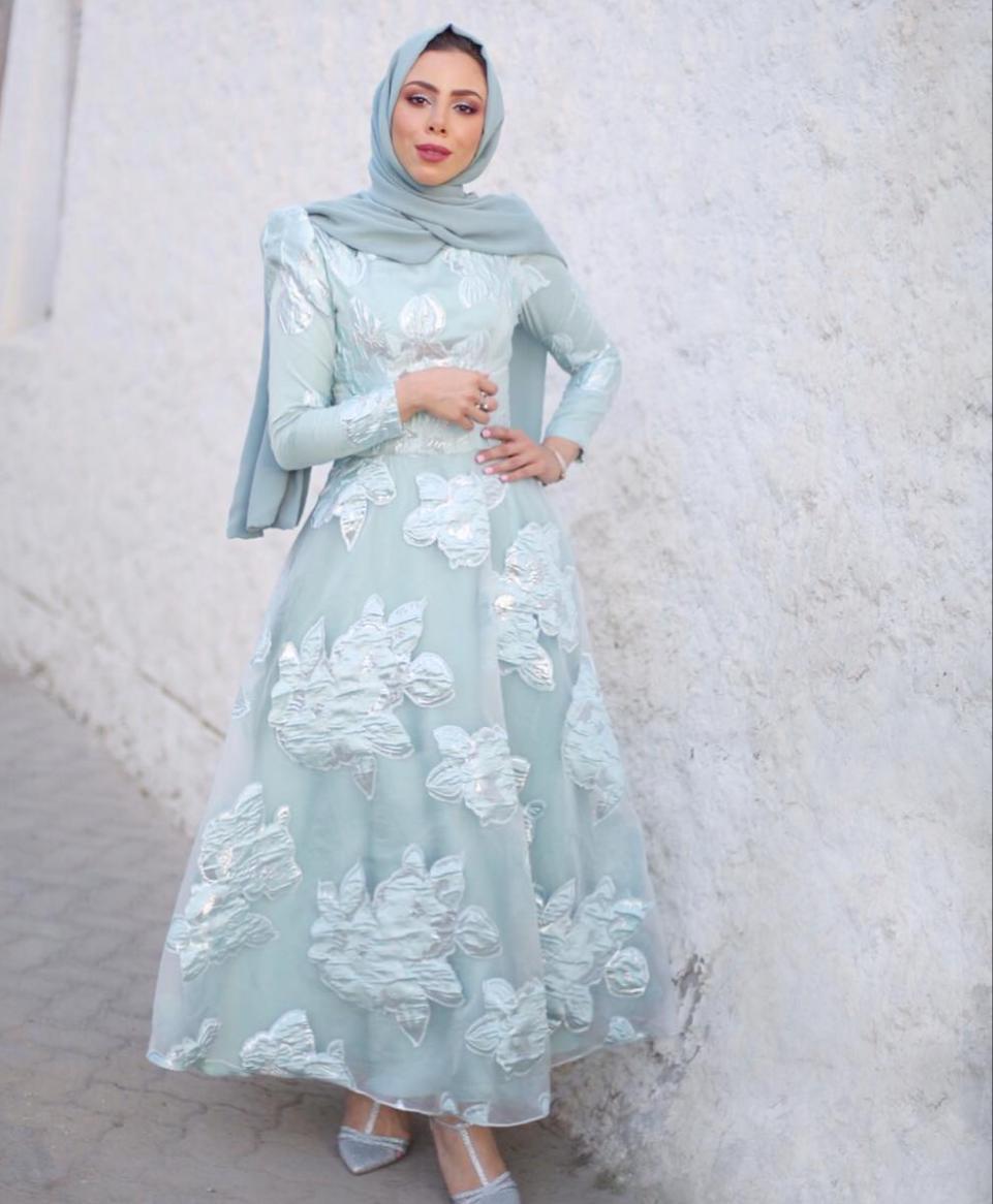 تسنيم ابو سيدو بفستان سهرة منفوش -الصورة من حسابها على الانستغرام