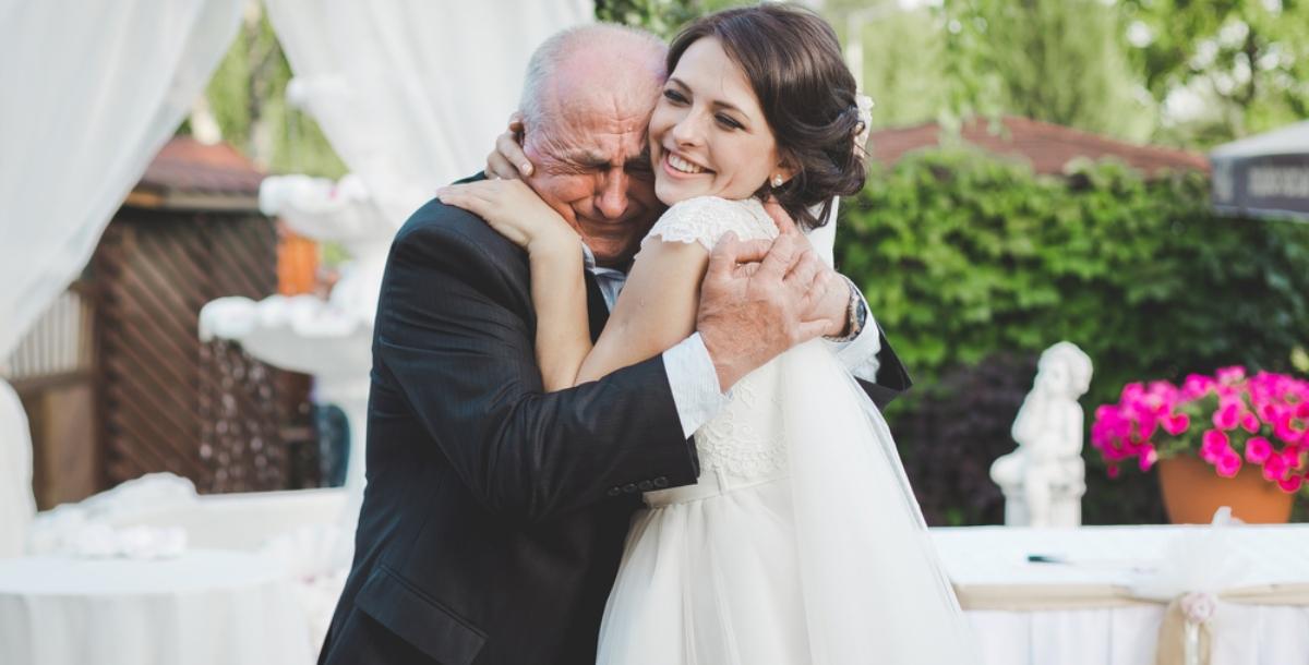 تسليم الأب ابنته للعريس