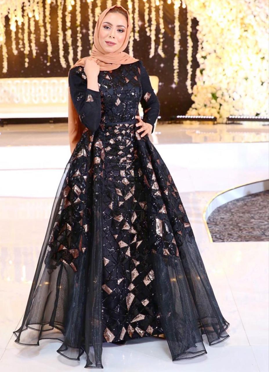 تسنيم ابو سيدو بفستان مطرز سواريه -الصورة من حسابها على الانستغرام