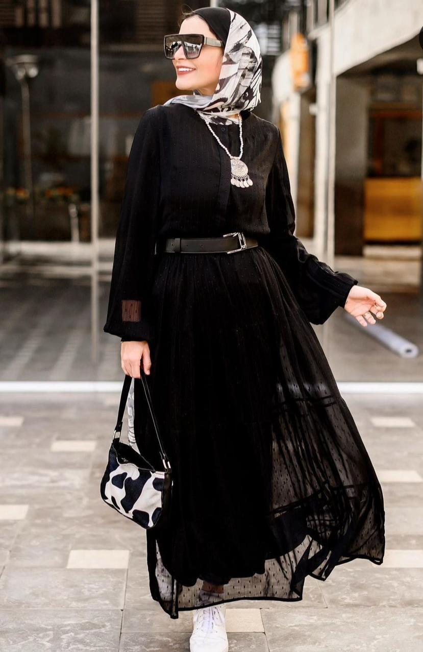 ياسمين المراكبي بفستان أسود بحزام للخصر-الصورة من حسابها على الانستغرام