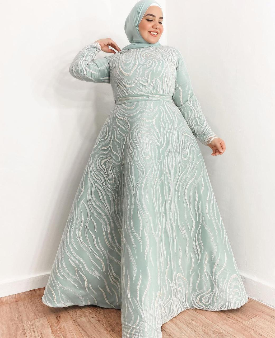ياسمين وجدي بفستان سهرة مطرز -الصورة من حسابها على الانستغرام
