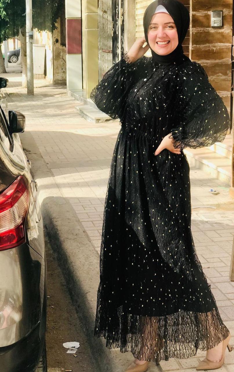 ميرنا عبدالوهاب بفستان اسود مطبع -الصورة من حسابها على الانستغرام