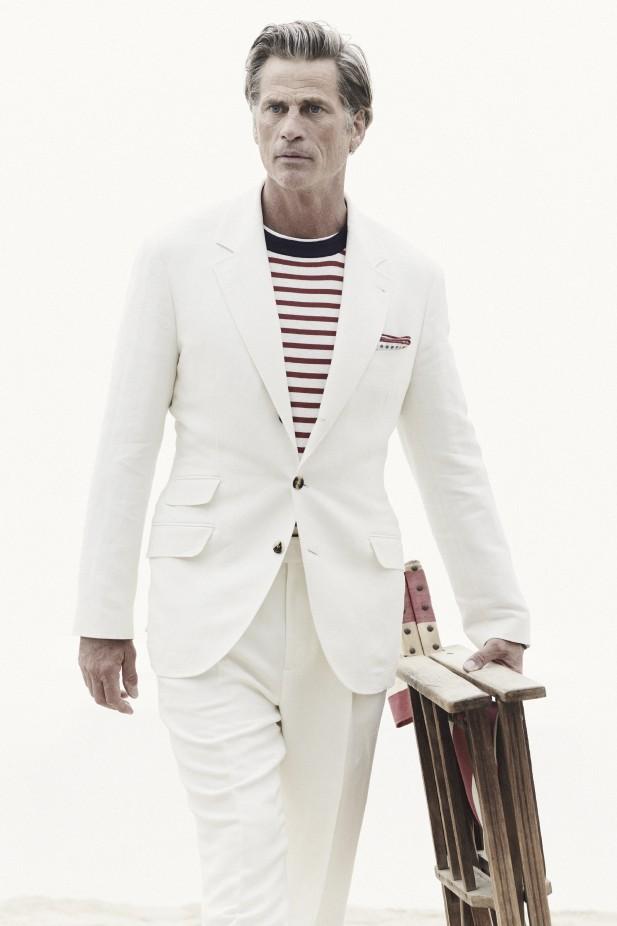 بدلة بيضاء من برونيلو كوتشينيلي Brunello Cucinelli
