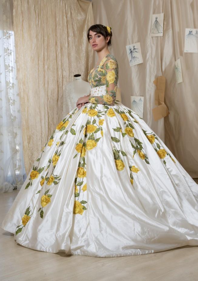 فستان عروس مزين بالورود من Amelia Casablanca-صورة 4