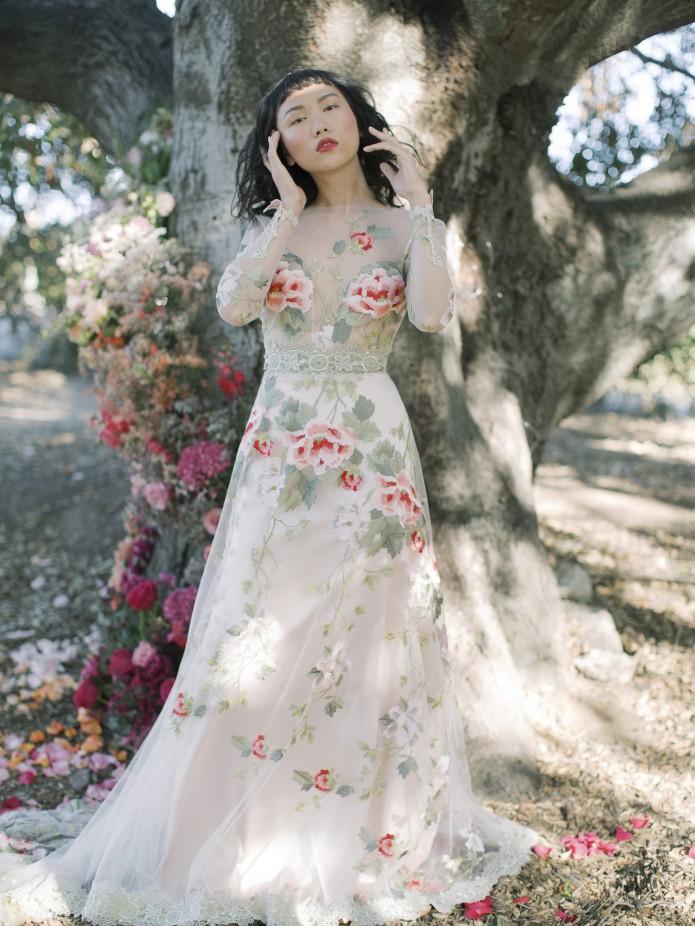 فستان عروس مزين بالورود من Claire Pettibone