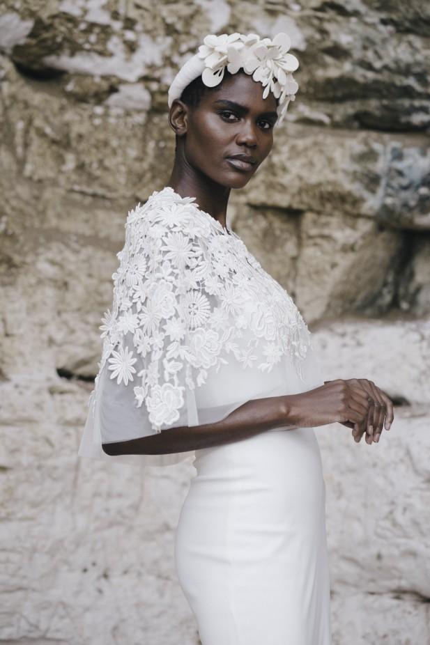 فستان عروس مزين بالورود من Halfpenny London-صورة 3