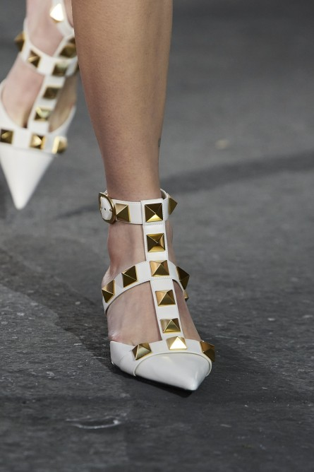 حذاء باللون الأبيض من فالنتينو Valentino