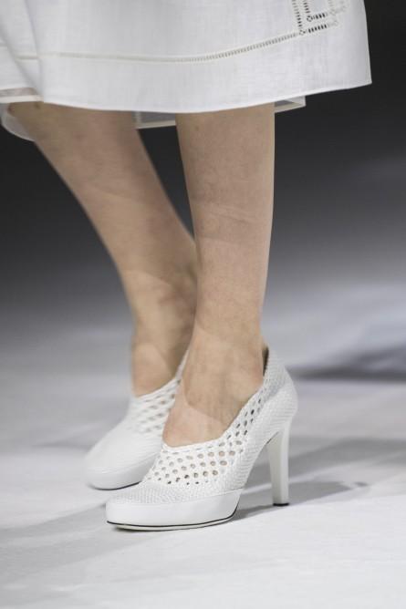 حذاء باللون الأبيض من فيندي Fendi