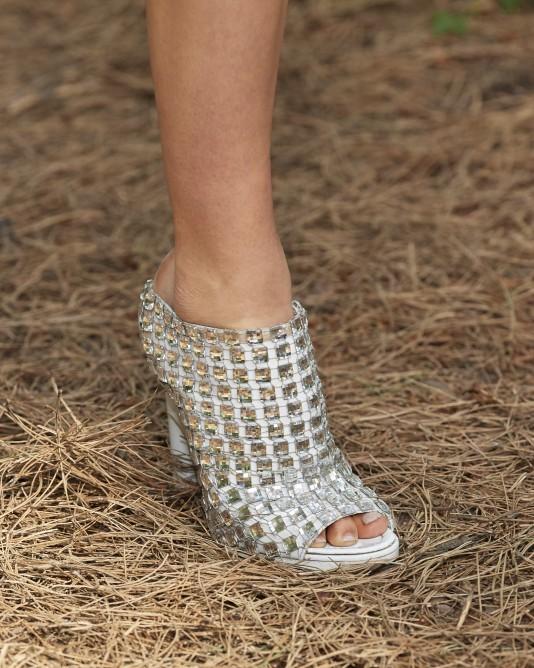 حذاء مُطرز من بيربري Burberry-صورة
