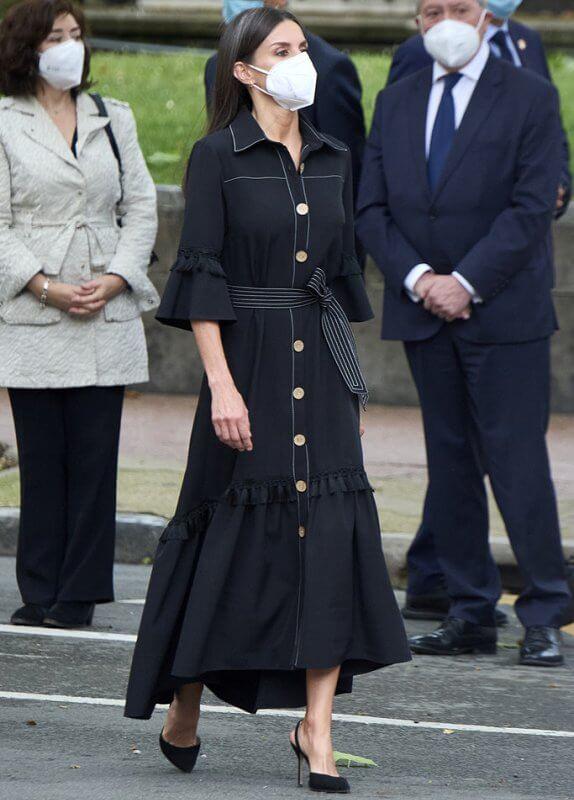 الملكة ليتيزيا ترتدي فستاناً أسود من إقليم الباسك- الصورة من موقع New my royals