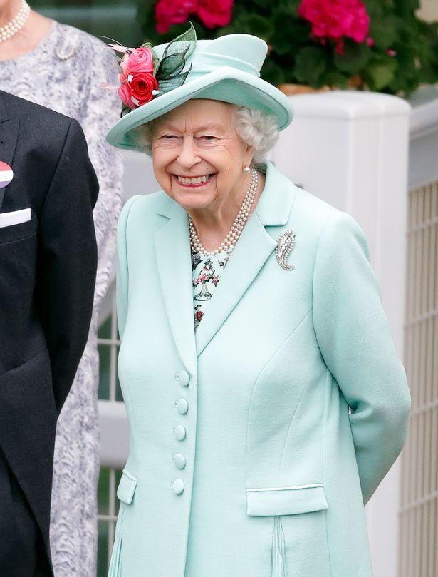 الملكة إليزابيث- الصورة من موقع ميرور