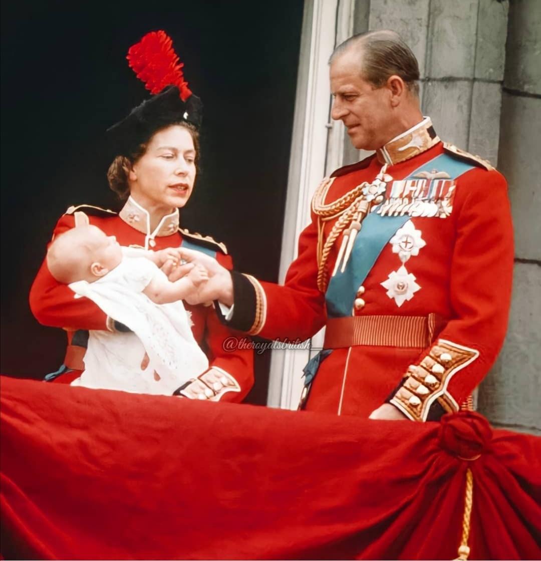 الملكة إليزابيث والأمير فيليب عام 1964- الصورة من حساب Trooping the Colour على إنستغرام