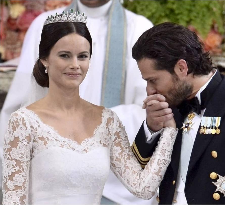 الأمير كارل فيليب والأميرة صوفيا في الكنيسة- الصورة من حساب الأمير كارل فيليب على إنستغرام--