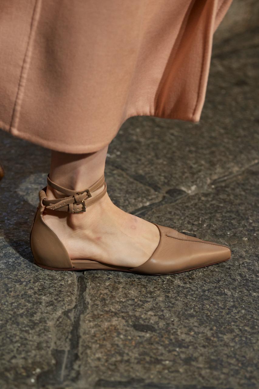 Max Mara صورة ٣ حذاء مسطّح من الجلد من