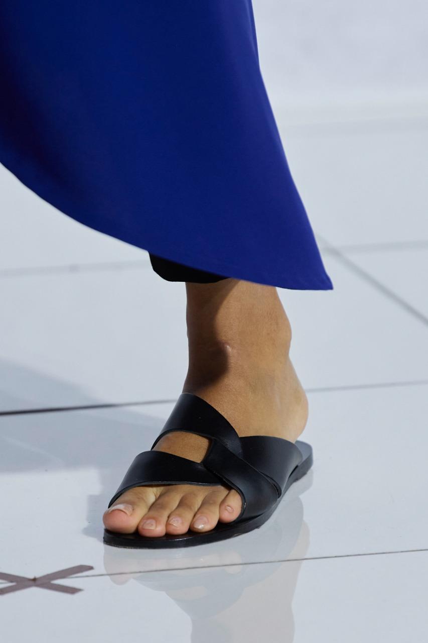 حذاء أسود موسي