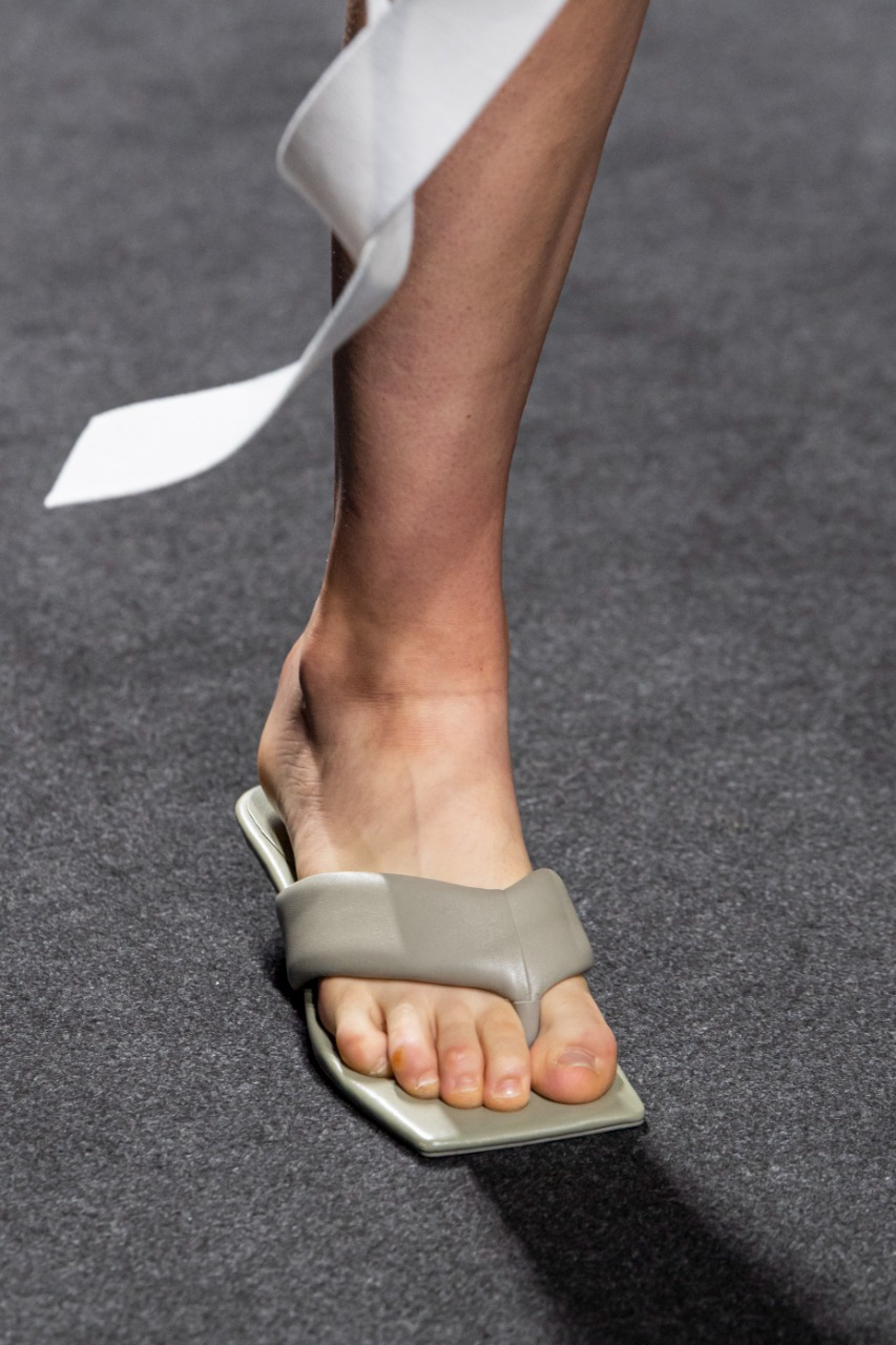 حذاء سيمونا مارزيالي رمادي