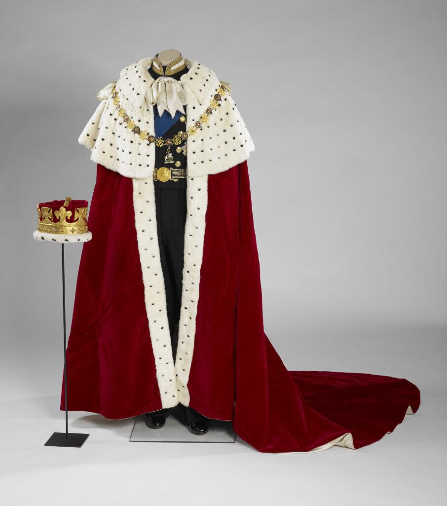 رداء التتويج الملكي- الصورة من موقع The royal central
