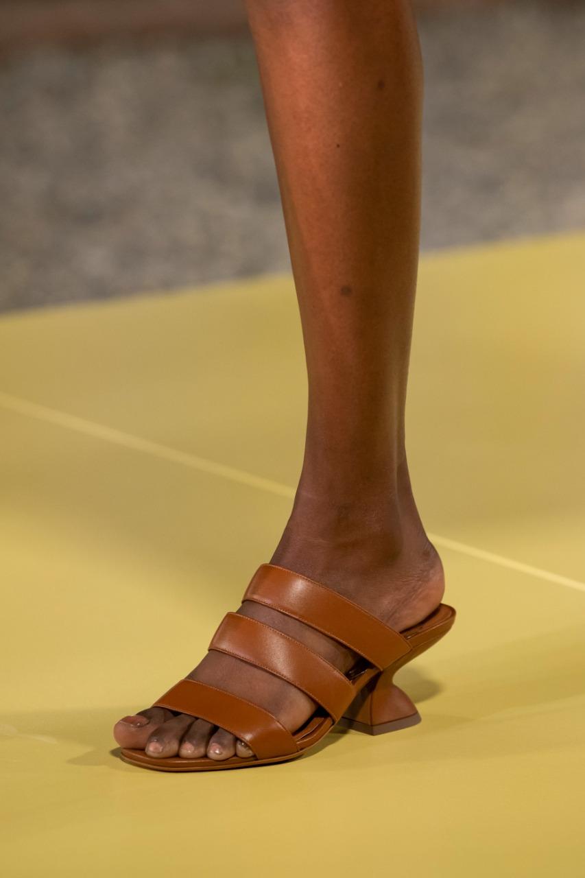 حذاء باللون النيود من علامة Salvatore ferragamo