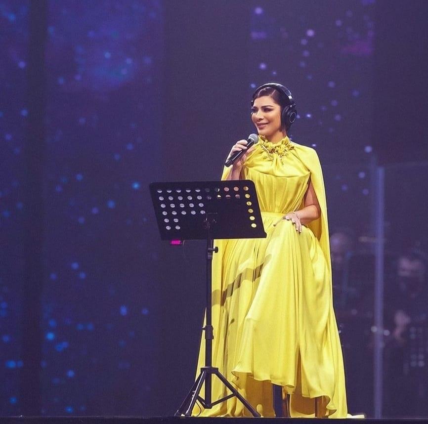 اصالة بفستان اصفر