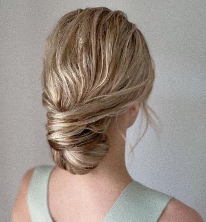 تسريحة الكعكة المنخفضة مع البف-  الصورة من صفحة Hair styles arina