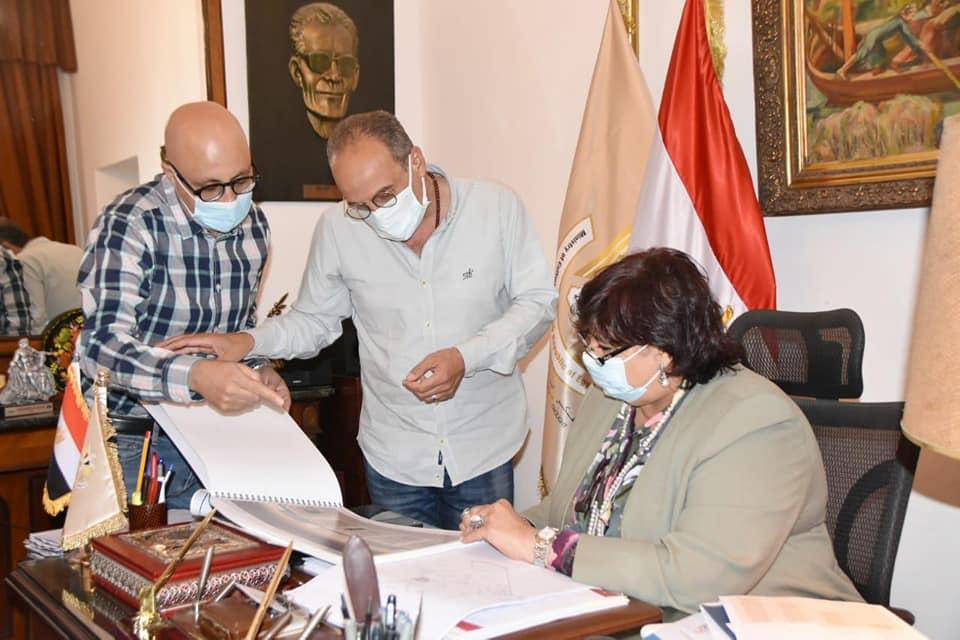وزيرة الثقافة تستعرض الاستعدادت لمعرض القاهرة للكتاب