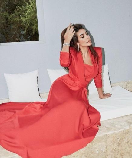 ياسمين صبري بفستان أحمر