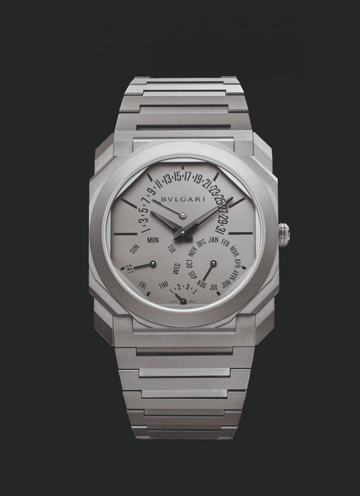ساعة Octo Finissimo Perpetual Calendar من Bvlgariأجمل هدايا يوم الأب