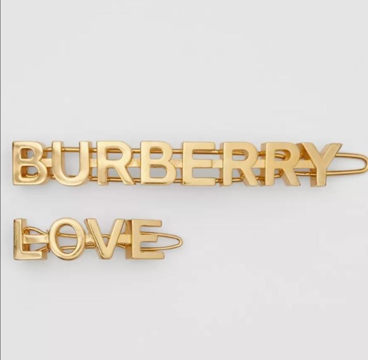 مشبك شعر مطلي بالذهب الأصفر من علامة Burberry