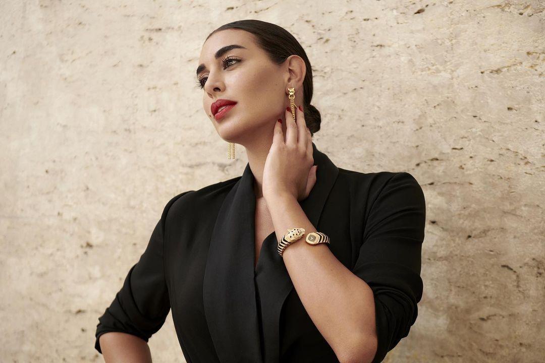 ياسمين صبري بساعة يد فاخرة من ماركة كارتييه «Cartier»