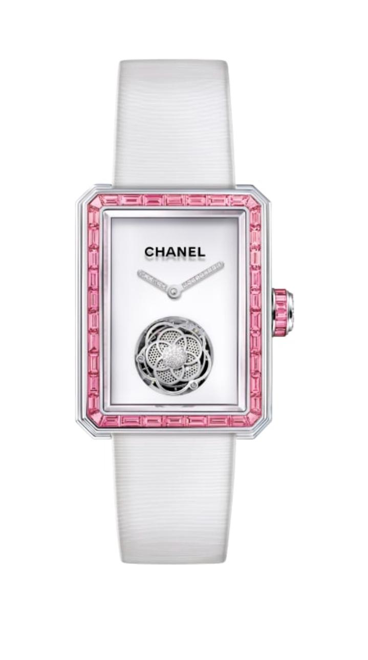 ساعة توربيون باللون الأبيض من علامة شانيل Chanel