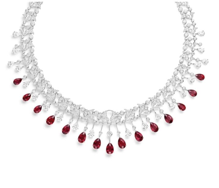 عِقد باللون الأحمر من شوميه «Chaumet»أجمل مجوهرات العروس