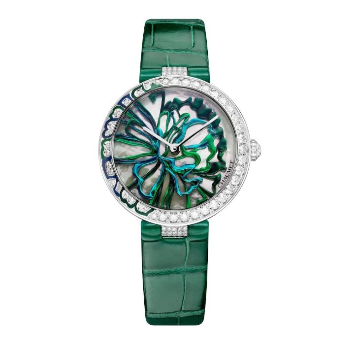 """ساعة يد راقية بدرجات اللون الأخضر من علامة شوميه """"Chaumet"""""""
