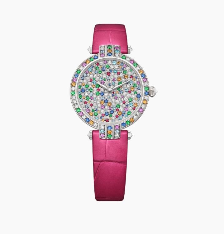 ساعة يد فاخرة باللون الزهري من علامة هاري وينستون Harry Winston