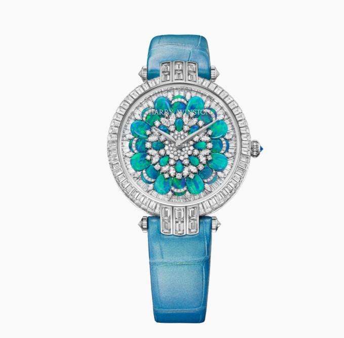 ساعة يد أنيقة من ماركة هاري وينستون « Harry Winston»