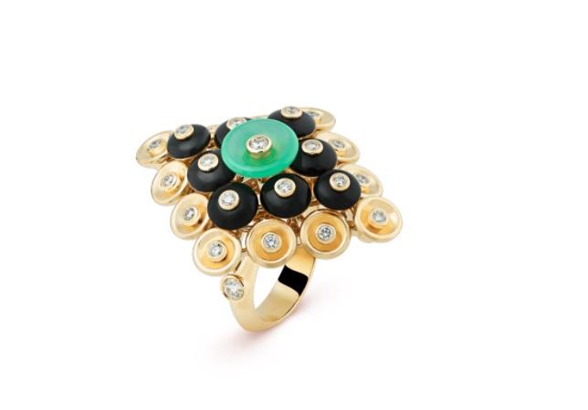 خاتم من الذهب الأصفرمُرصَّعبحجر العقيق اليماني منفان كليفأند آربلز«Van Cleef & Arpels»