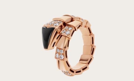 خاتم ذهب ورديمُرصَّعبحجر العقيق اليماني من بولغري «Bvlgari»